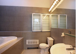 bathroom-in-commercial-condo