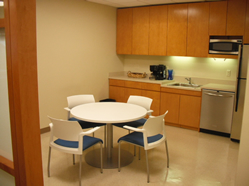 shared-office-eat-in-pantry