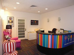 midtown-manhattan-reception-desk-with-guest-seating